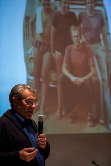 Pere Turró, dedicando unas emotivas palabras a sus compañeros de pesca recientemente fallecidos: Ricard Admetlla y Eulogio Fernández Salinero.